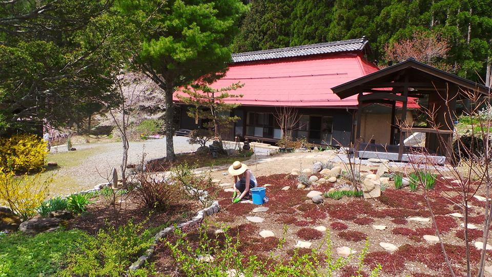 Enjoying the garden in Suzaka mountain area